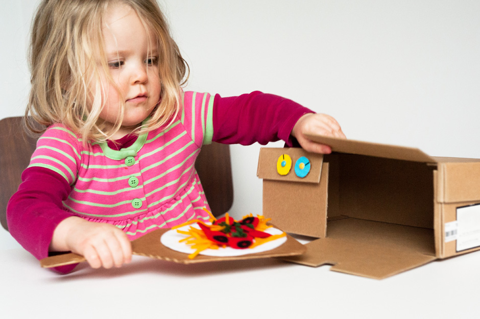 Made-by-Joel-DIY-Shoebox-Pizza-Oven-Toy-9